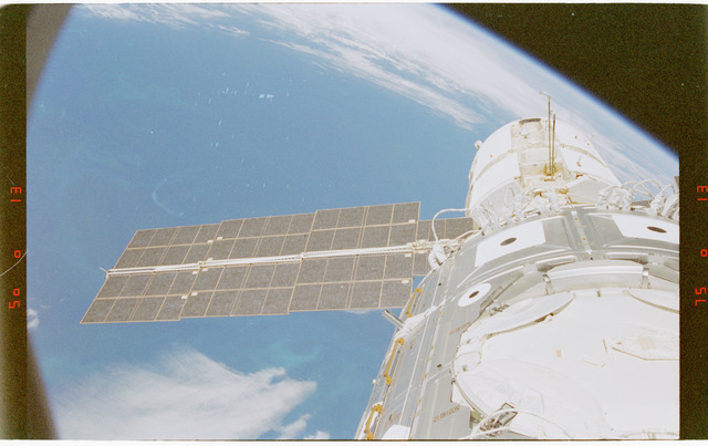 STS088-372-001 - STS-088 - View of the ISS stack in the Endeavour's payload bay