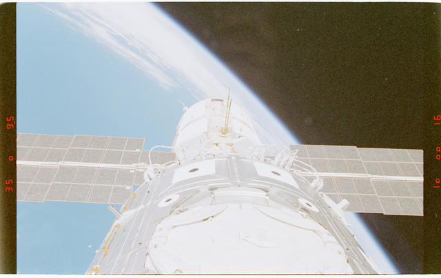 STS088-372-003 - STS-088 - View of the ISS stack in the Endeavour's payload bay
