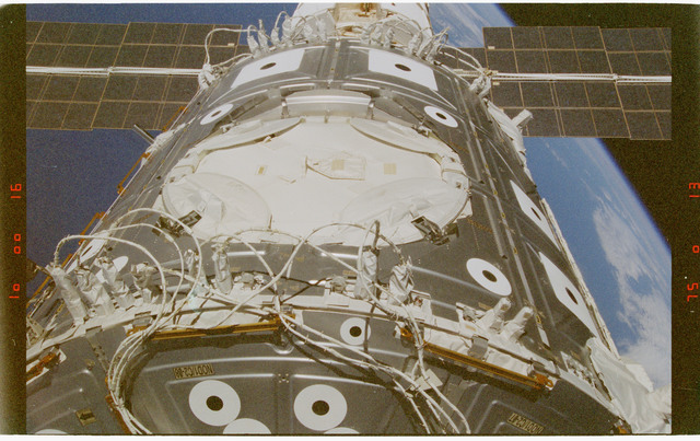 STS088-372-004 - STS-088 - View of the ISS stack in the Endeavour's payload bay