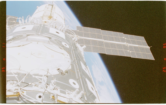 STS088-372-007 - STS-088 - View of the ISS stack in the Endeavour's payload bay