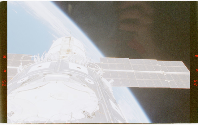 STS088-372-009 - STS-088 - View of the ISS stack in the Endeavour's payload bay