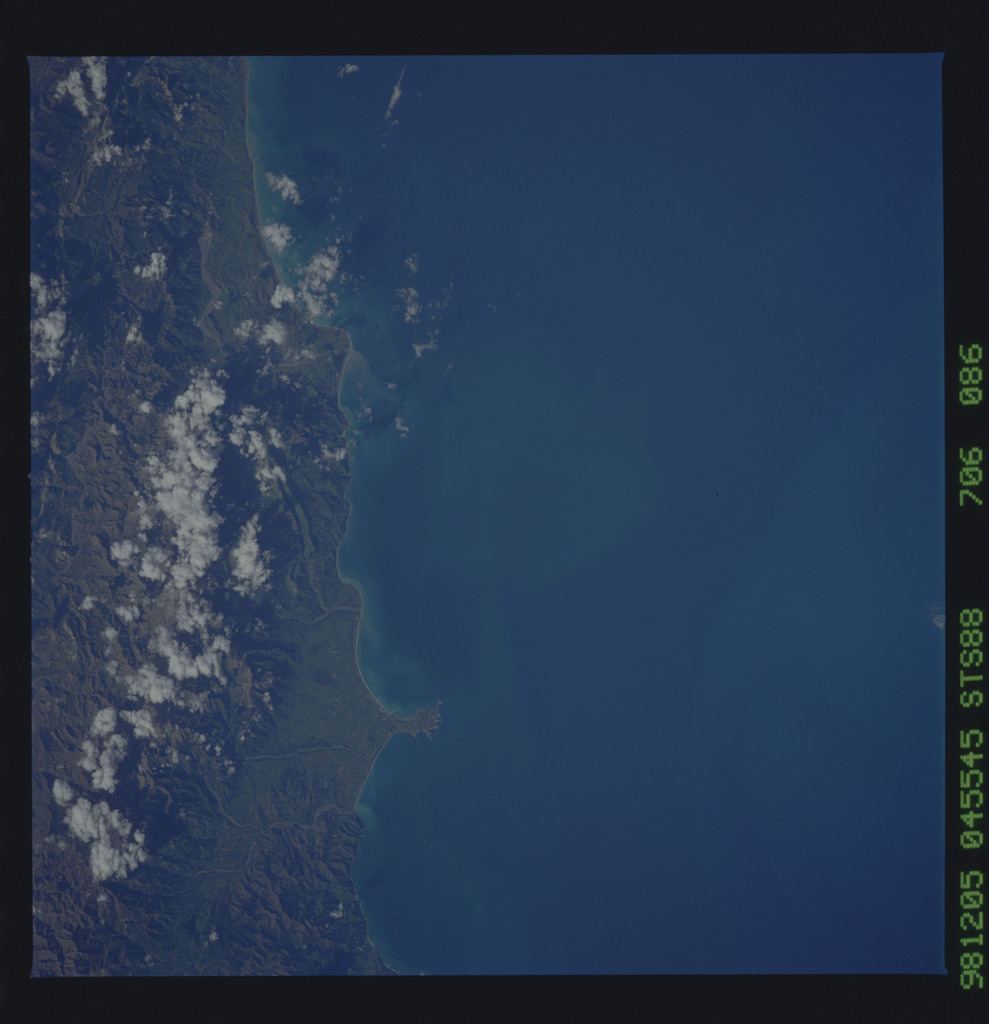 STS088-706-086 - STS-088 - Earth observation taken during STS-88 mission