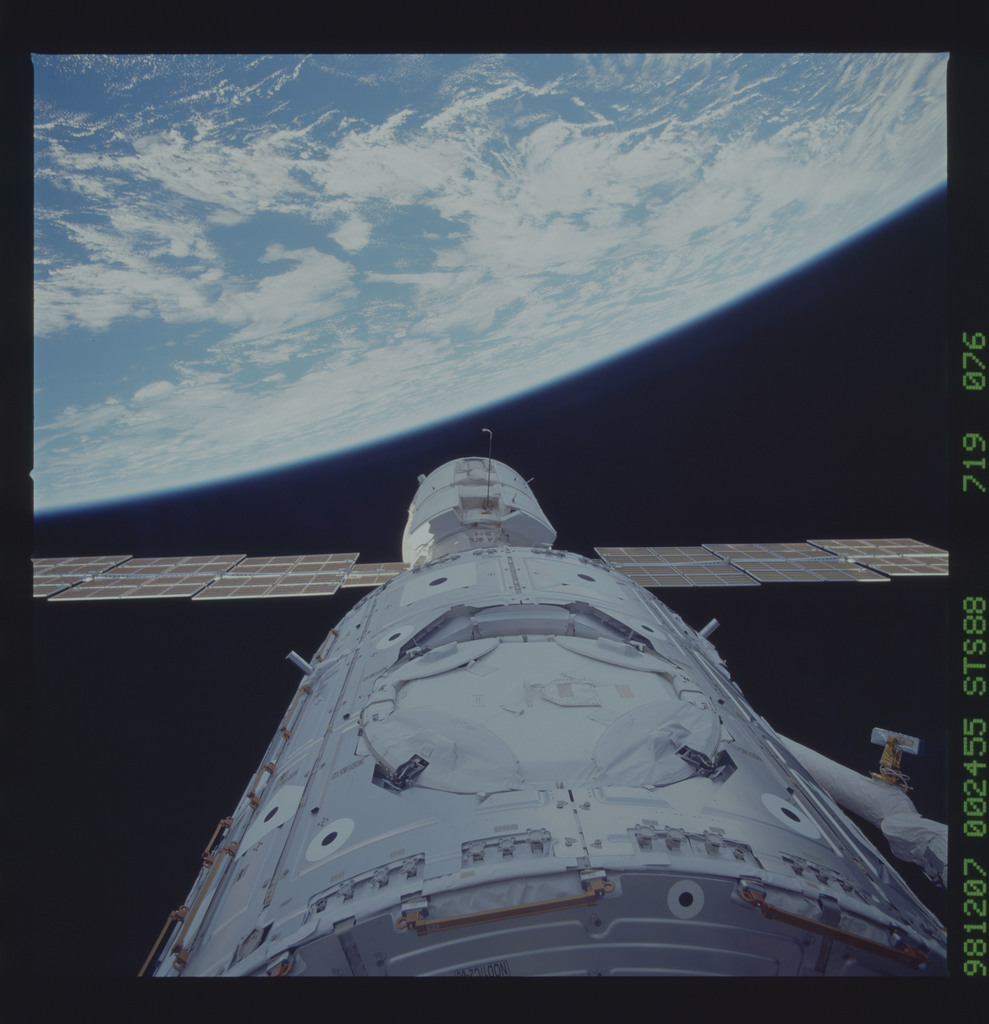 STS088-719-076 - STS-088 - View of the FGB/Zarya and Node 1/Unity modules in the payload bay