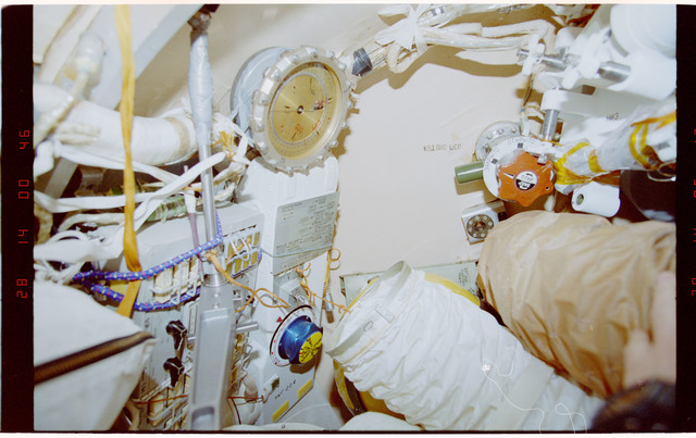 STS089-330-006 - STS-089 - DTO 1118 - Survey of the Mir Space Station