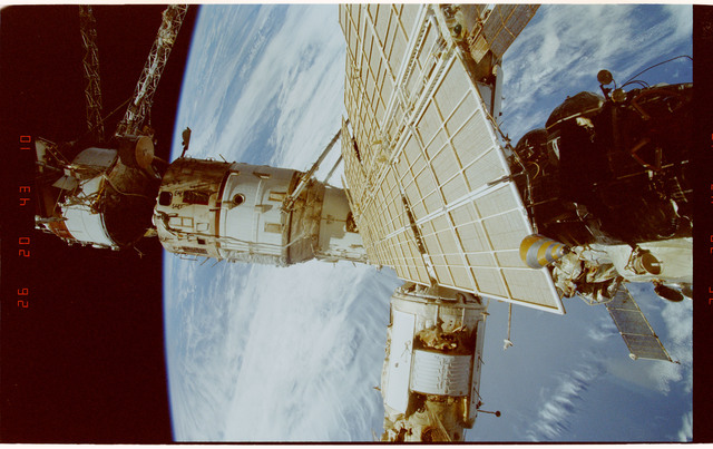 STS089-334-032 - STS-089 - DTO 1118 - Survey of the Mir Space Station