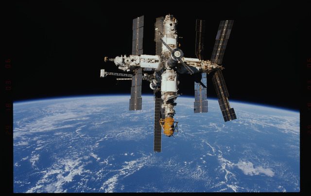 STS089-346-014 - STS-089 - DTO 1118 - Survey of the Mir Space Station