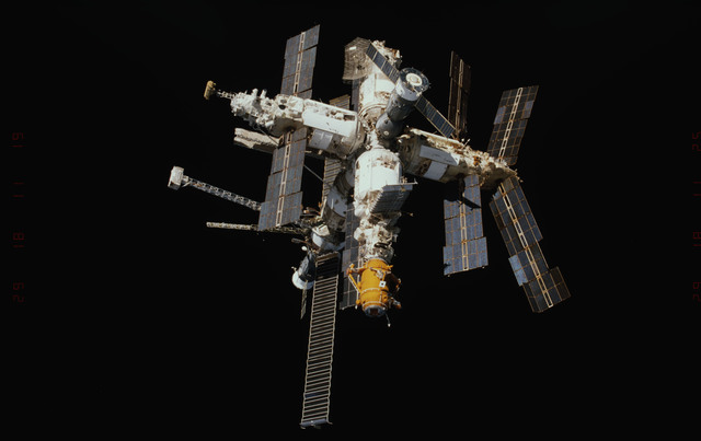 STS089-347-007 - STS-089 - DTO 1118 - Survey of the Mir Space Station