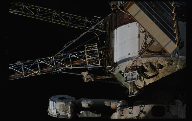 STS089-355-010 - STS-089 - DTO 1118 - Survey of the Mir Space Station
