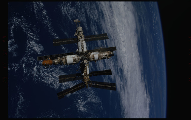 STS089-356-021 - STS-089 - DTO 1118 - Survey of the Mir Space Station