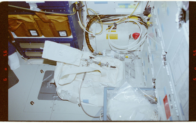 STS089-363-007 - STS-089 - RME 1331 - Shuttle Condensate Collection for ISS (SCCI)