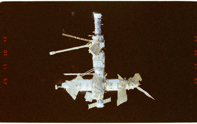 STS089-369-028 - STS-089 - DTO 1118 - Survey of the Mir Space Station