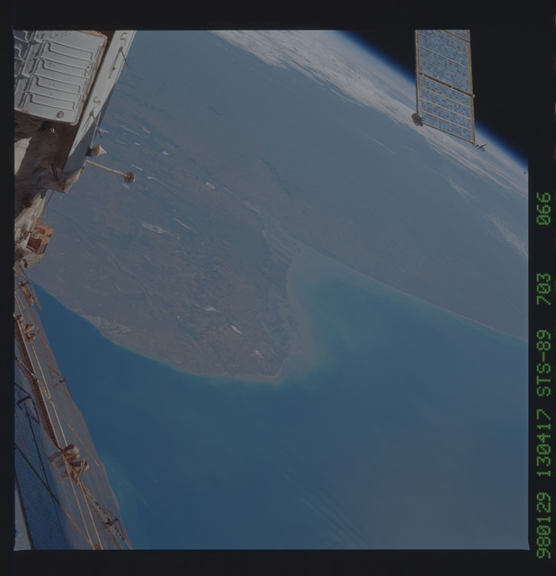 STS089-703-066 - STS-089 - Earth observations during STS-105