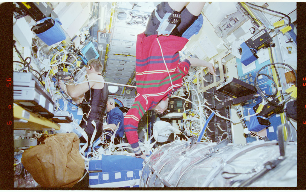 STS090-340-016 - STS-090 - Overall view of activities in the Spacelab module