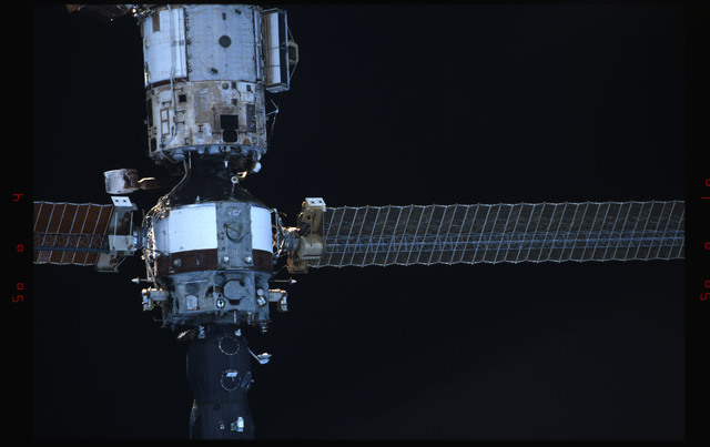 STS091-336-032 - STS-091 - Mir Space Station views during rendezvous and approach operations