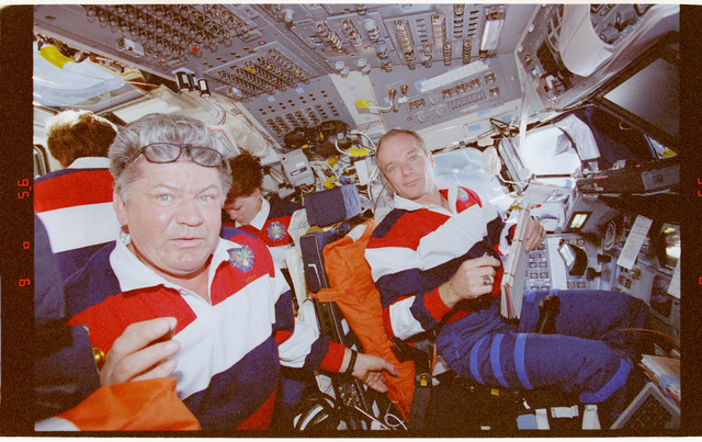 STS091-360-013 - STS-091 - Crewmember activity in flight deck during rendezvous operations