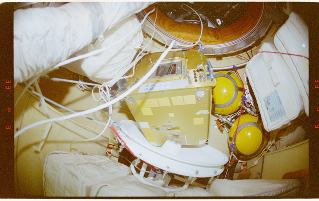 STS091-363-031 - STS-091 - Documentary views of the Mir Space Station interior