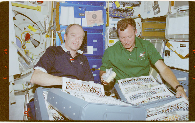 STS091-403-030 - STS-091 - Crewmember activity in the orbiter middeck