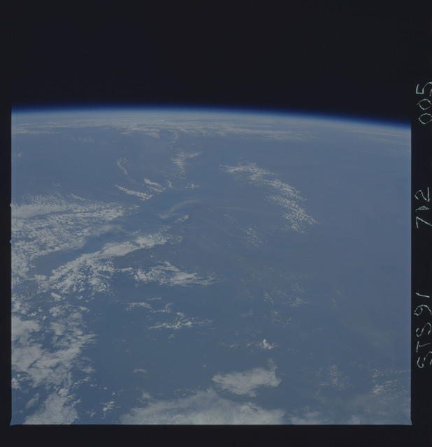 STS091-712-005 - STS-091 - Earth observations taken from orbiter Discovery during STS-91 mission