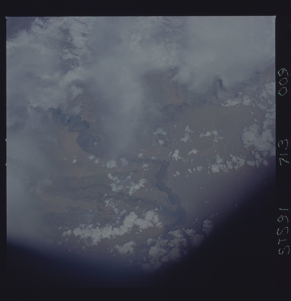 STS091-713-009 - STS-091 - Earth observations taken from orbiter Discovery during STS-91 mission