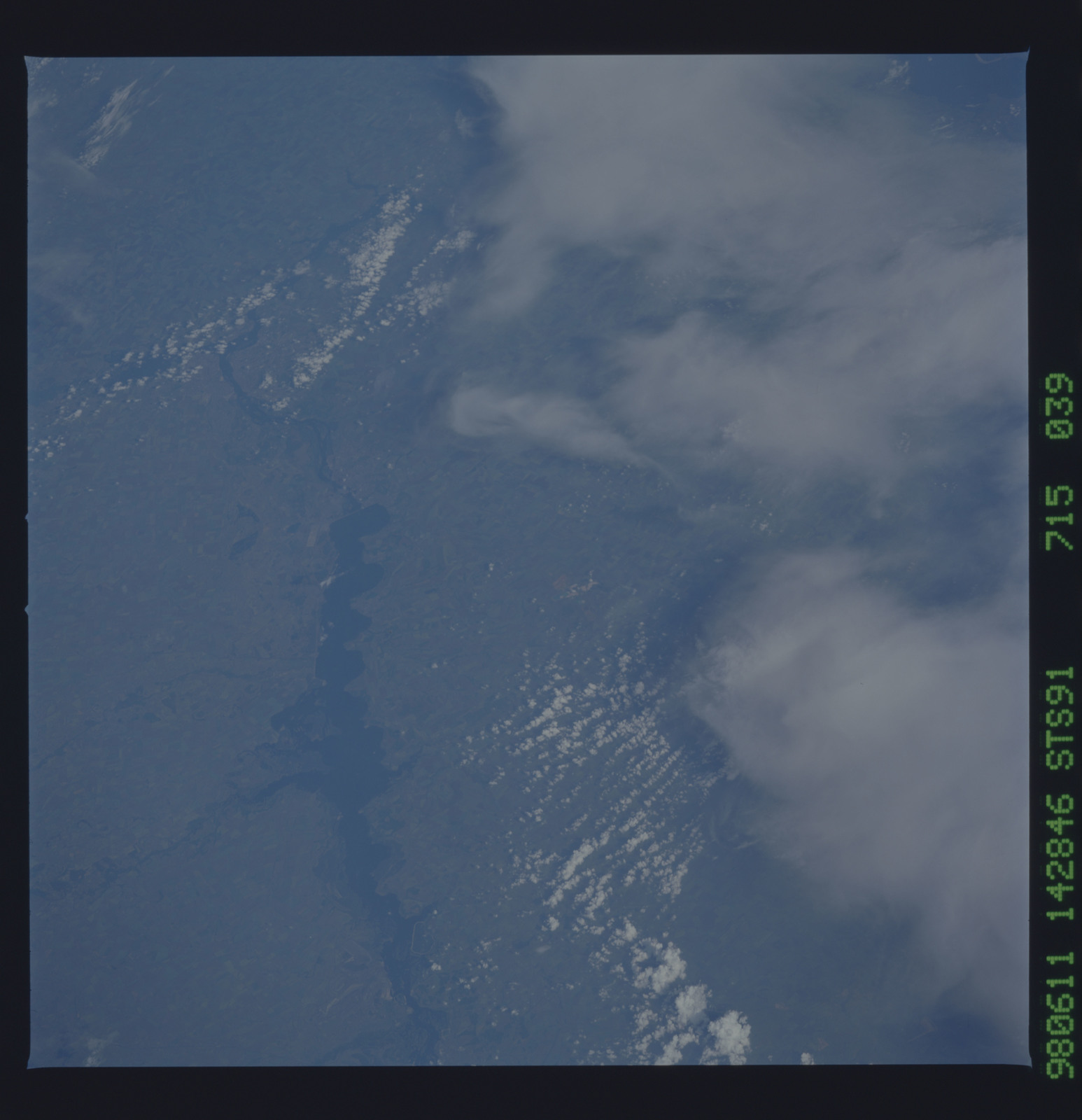 STS091-715-039 - STS-091 - Earth observations taken from orbiter Discovery during STS-91 mission