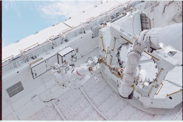STS092-330-028 - STS-092 - MS Chiao unstows DDCU-HP during EVA