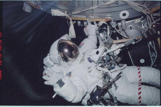 STS092-368-021 - STS-092 - Lopez-Alegria waves to camera during EVA