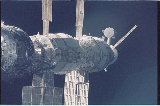 STS092-403-006 - STS-092 - View of the ISS during rendezvous and docking