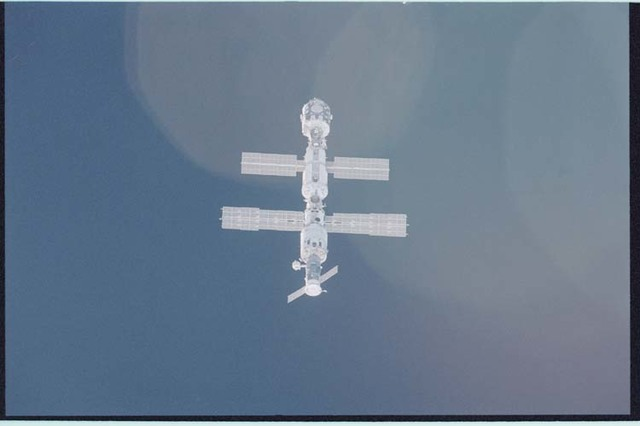 STS092-405-007 - STS-092 - View of ISS during rendezvous and docking maneuvers