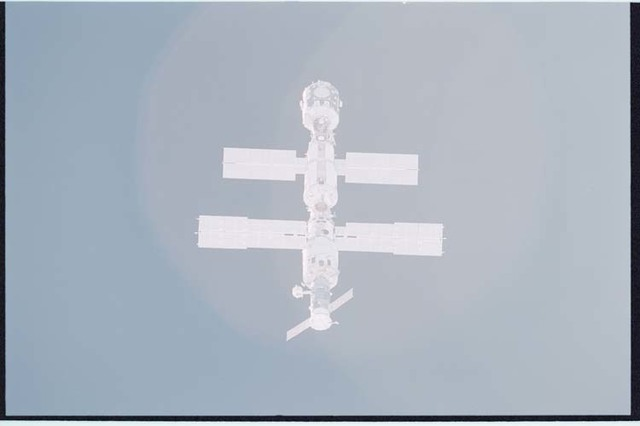 STS092-405-014 - STS-092 - View of ISS during rendezvous and docking maneuvers