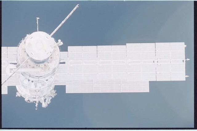 STS092-405-032 - STS-092 - View of ISS during rendezvous and docking maneuvers