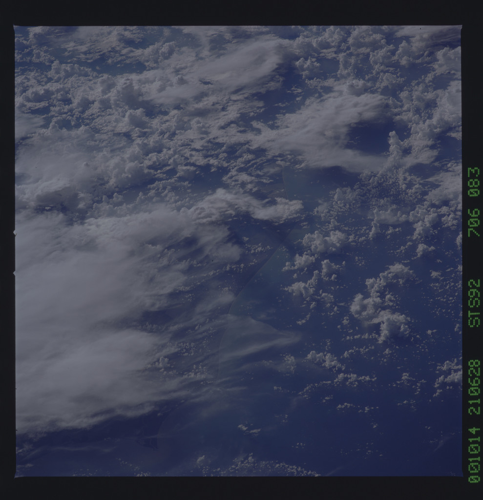 STS092-706-083 - STS-092 - STS-92 Earth observations