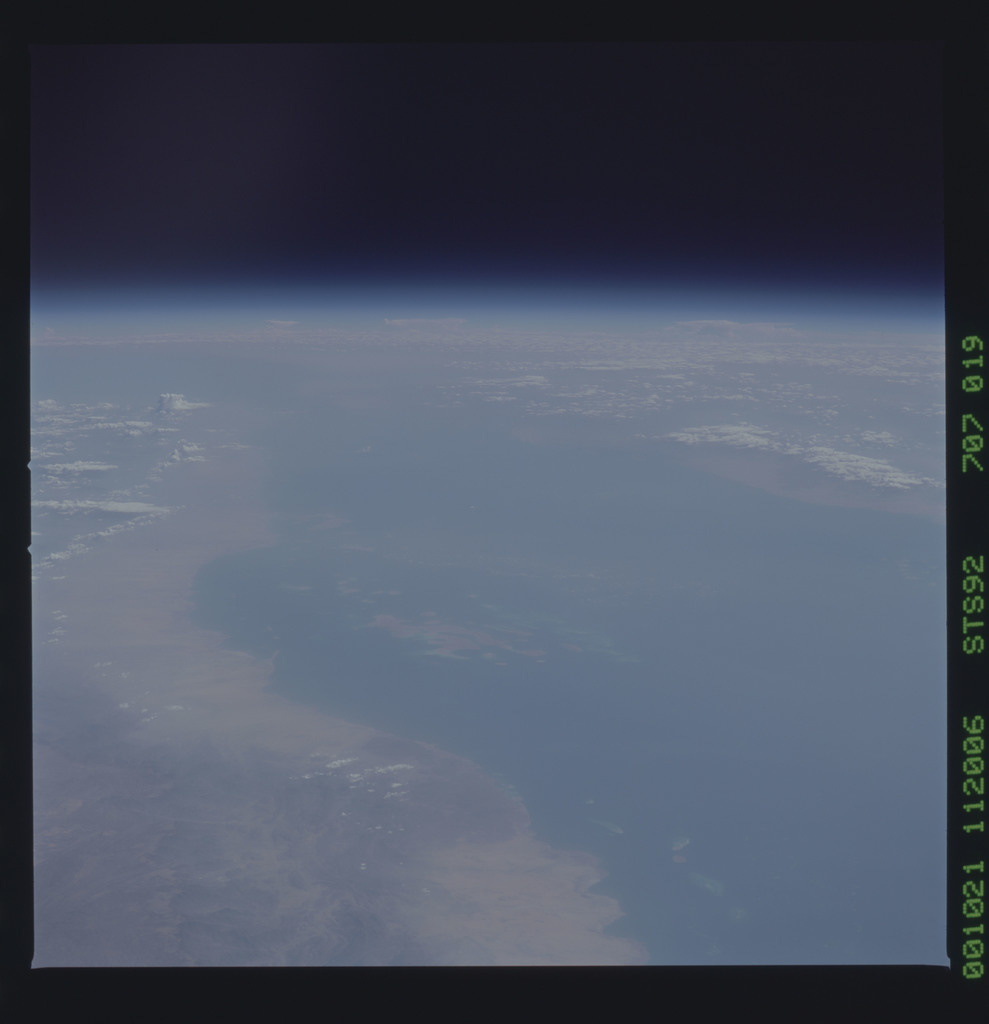 STS092-707-019 - STS-092 - STS-92 Earth observations