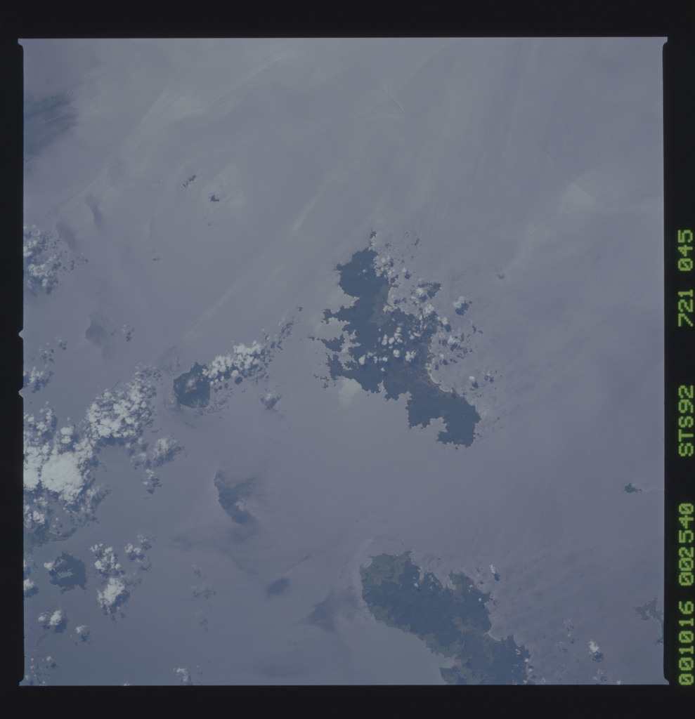 STS092-721-045 - STS-092 - STS-92 Earth observations