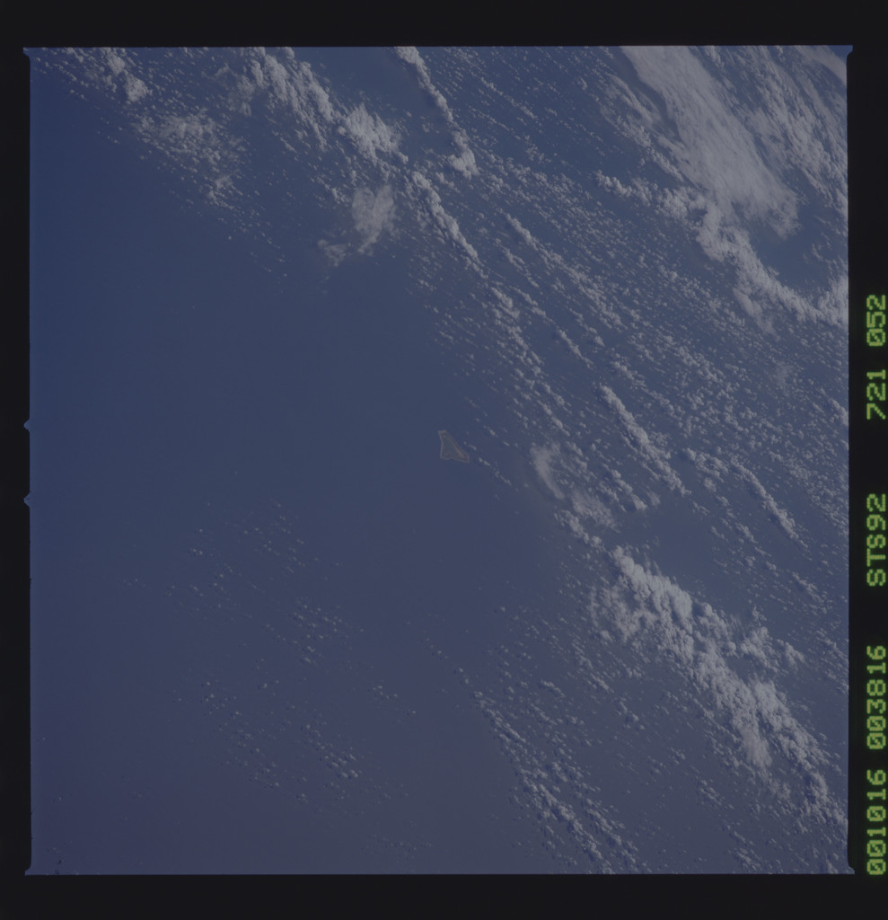 STS092-721-052 - STS-092 - STS-92 Earth observations