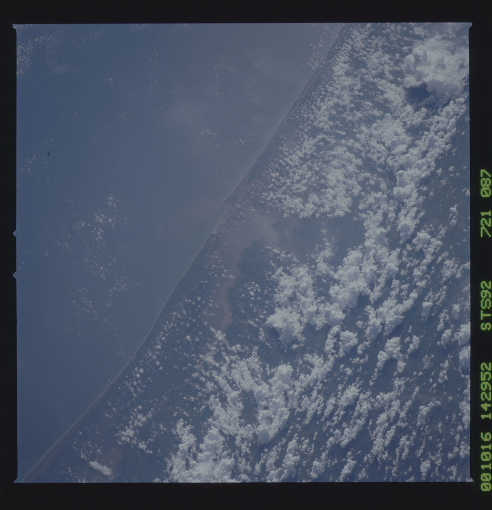 STS092-721-087 - STS-092 - STS-92 Earth observations