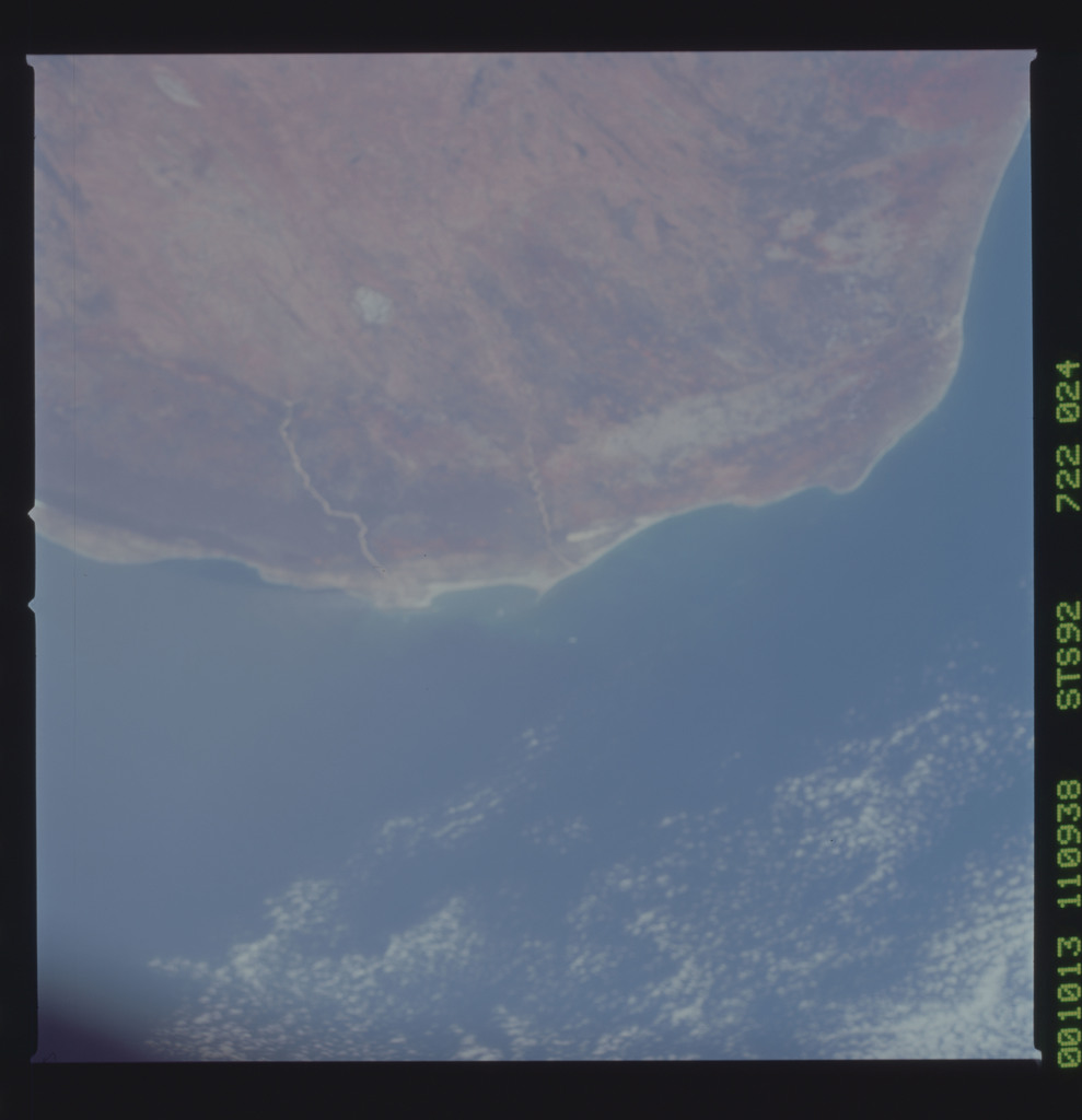 STS092-722-024 - STS-092 - STS-92 Earth observations