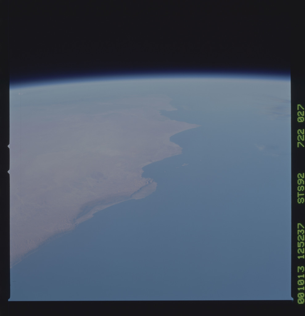 STS092-722-027 - STS-092 - STS-92 Earth observations