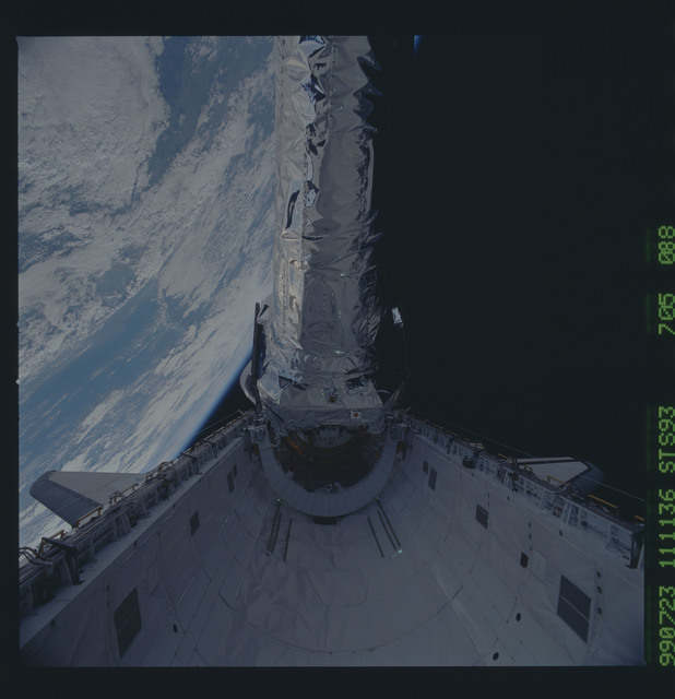 STS093-705-088 - STS-093 - View of the Chandra Observatory during its deployment from Columbia PLB