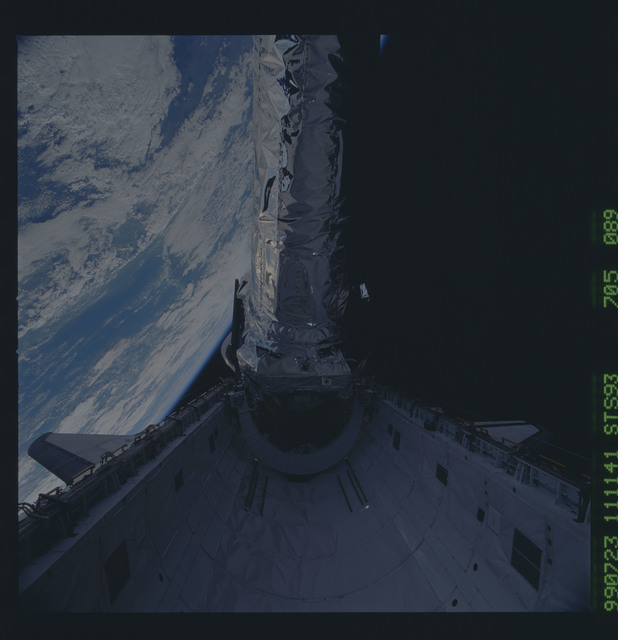 STS093-705-089 - STS-093 - View of the Chandra Observatory during its deployment from Columbia PLB