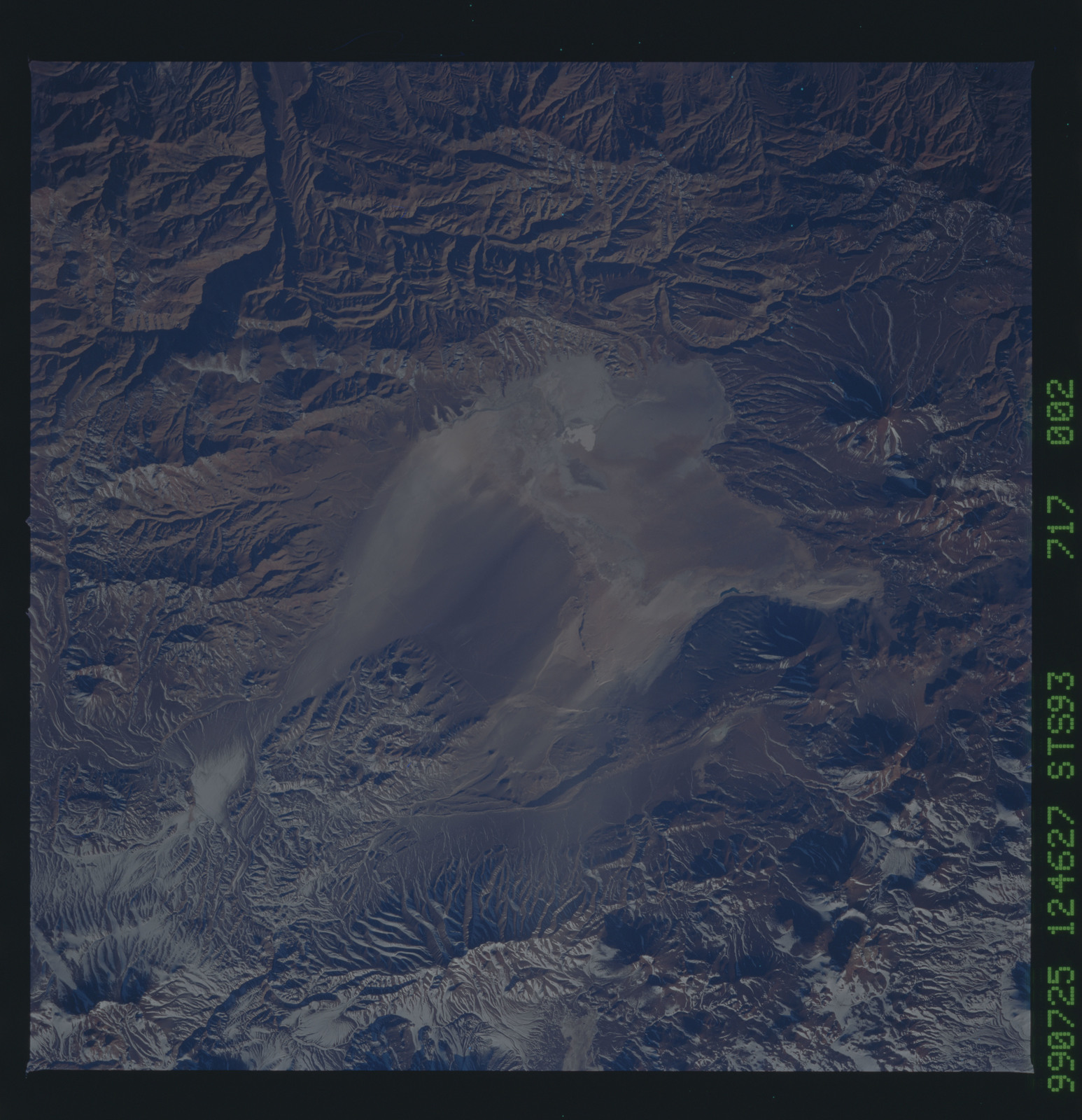 STS093-717-002 - STS-093 - Earth observations of the Andes Mts. taken from Columbia during STS-93 mission