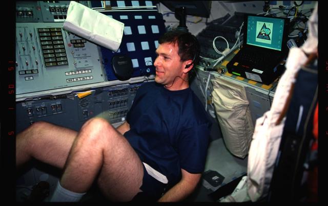 STS096-336-021 - STS-096 - PLT Husband exercises on ergometer on aft flight deck