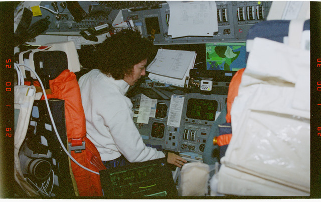 STS096-354-032 - STS-096 - MS Ochoa at commanders station on the forward flight deck