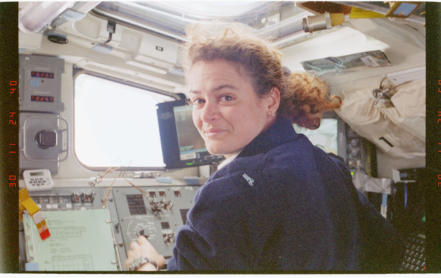 STS096-356-033 - STS-096 - MS Payette on aft flight deck