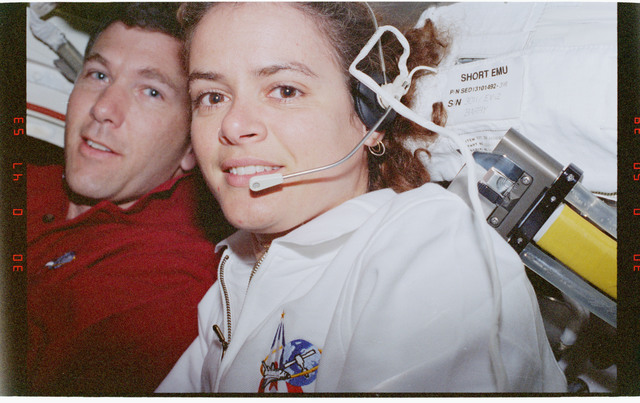 STS096-360-021 - STS-096 - MS Payette and PLT Husband (IVA team) in airlock
