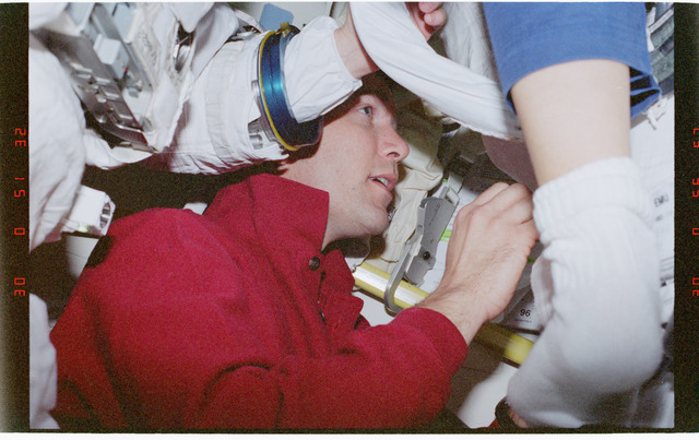STS096-360-024 - STS-096 - PLT Husband (IVA team) in airlock