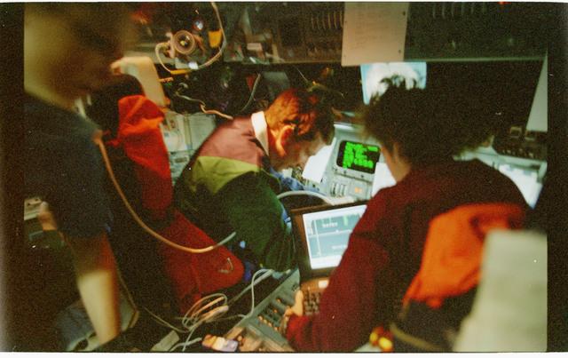 STS096-362-026 - STS-096 - Dark views of PLT Husband and MS Ochoa on forward flight deck