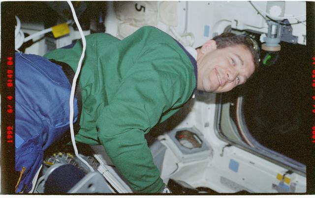 STS096-365-023 - STS-096 - PLT Husband on aft flight deck