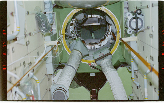STS096-368-018 - STS-096 - Interior view of the FGB/Zarya module