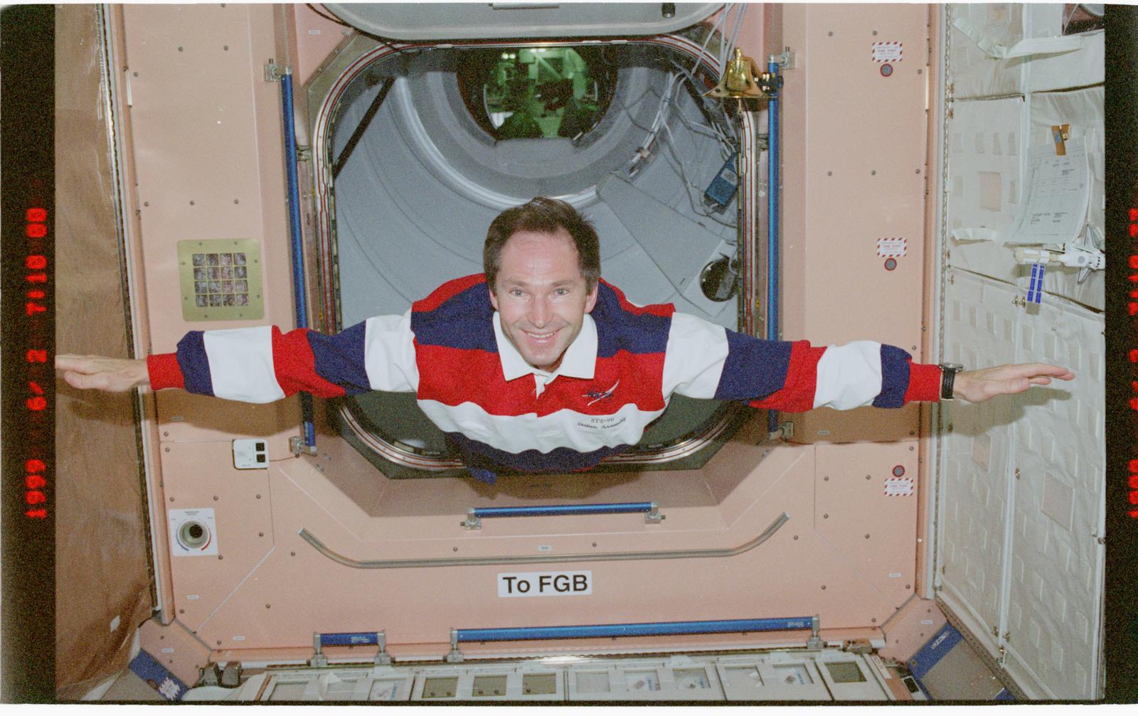 STS096-379-008 - STS-096 - MS Tokarev flys through Node 1/Unity