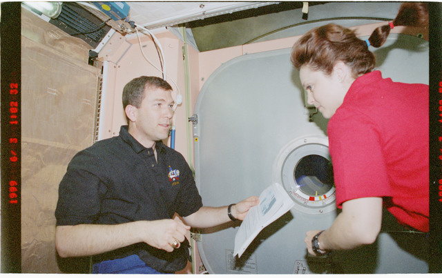 STS096-383-017 - STS-096 - PLT Husband and MS Jernigan perform IFM on Node 1/Unity aft hatch